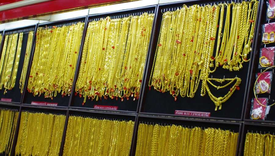 f0c5d627ada2 Тайцы не понимают нашего золота 585 пробы, для них оно выглядит как медь.  Продать в тайский ломбард его не получится.