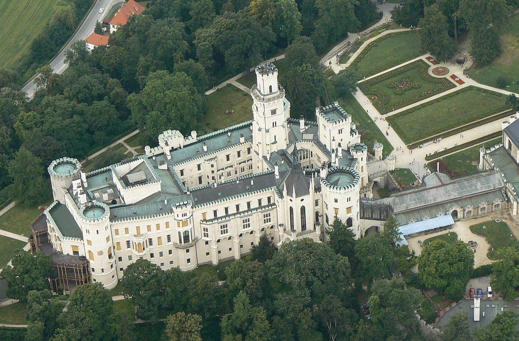 Замок Глубока-над-Влтавой с воздуха