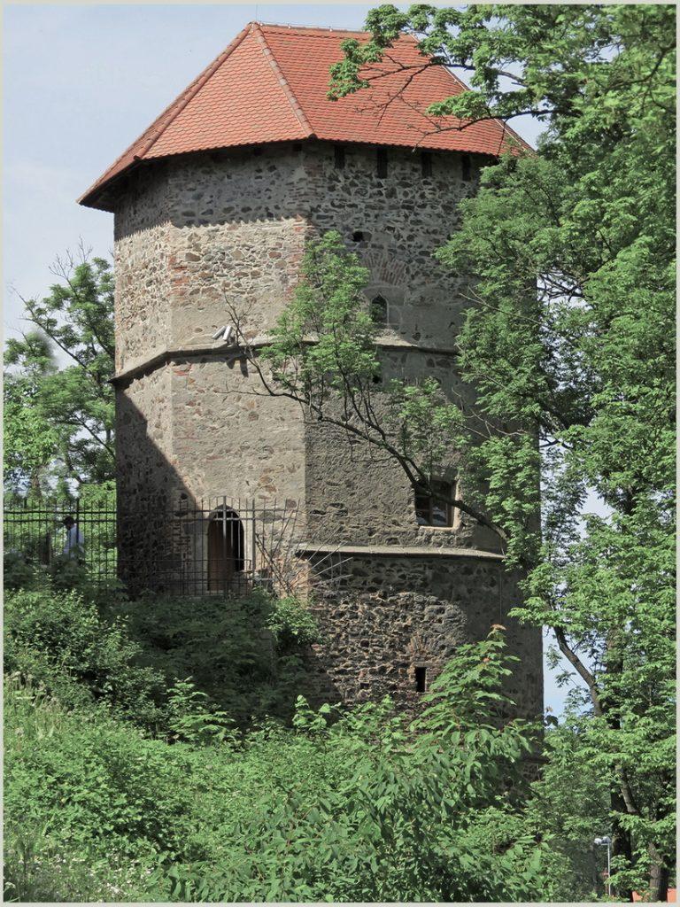 Хеб. Крепостная башня в городском парке Рис. 9