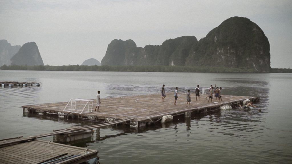 футбольное поле на воде таиланд