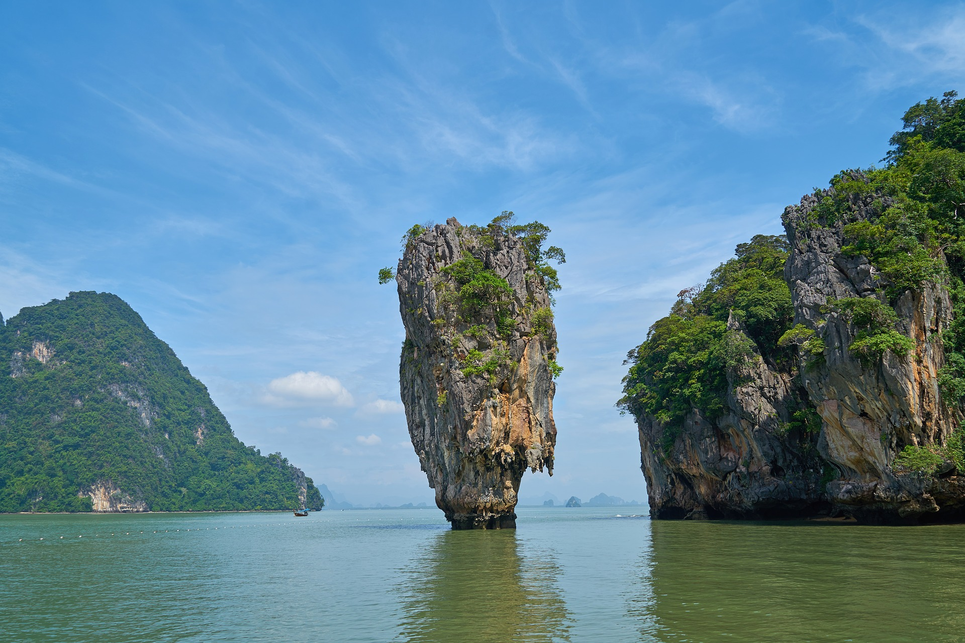 Острова рядом с Пхукетом: остров Джеймса Бонда, Ко Паньи, Коралловый остров
