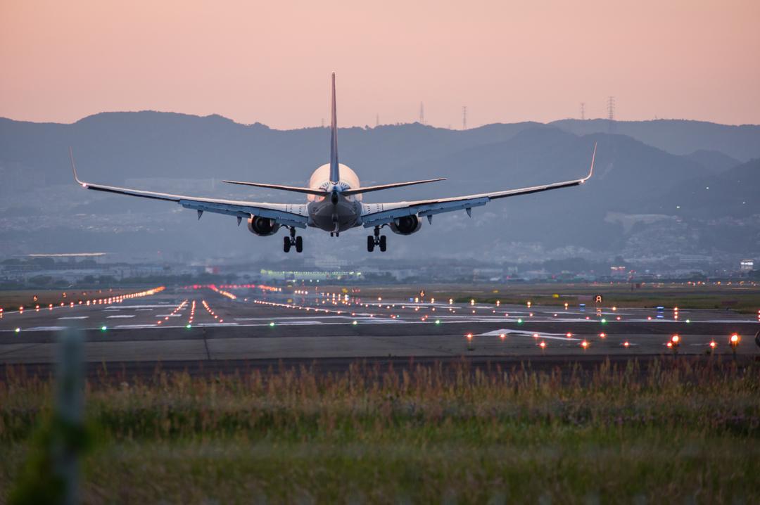 За эти неудобства авиакомпании обязаны выплачивать компенсации, но не все пассажиры об этом знают
