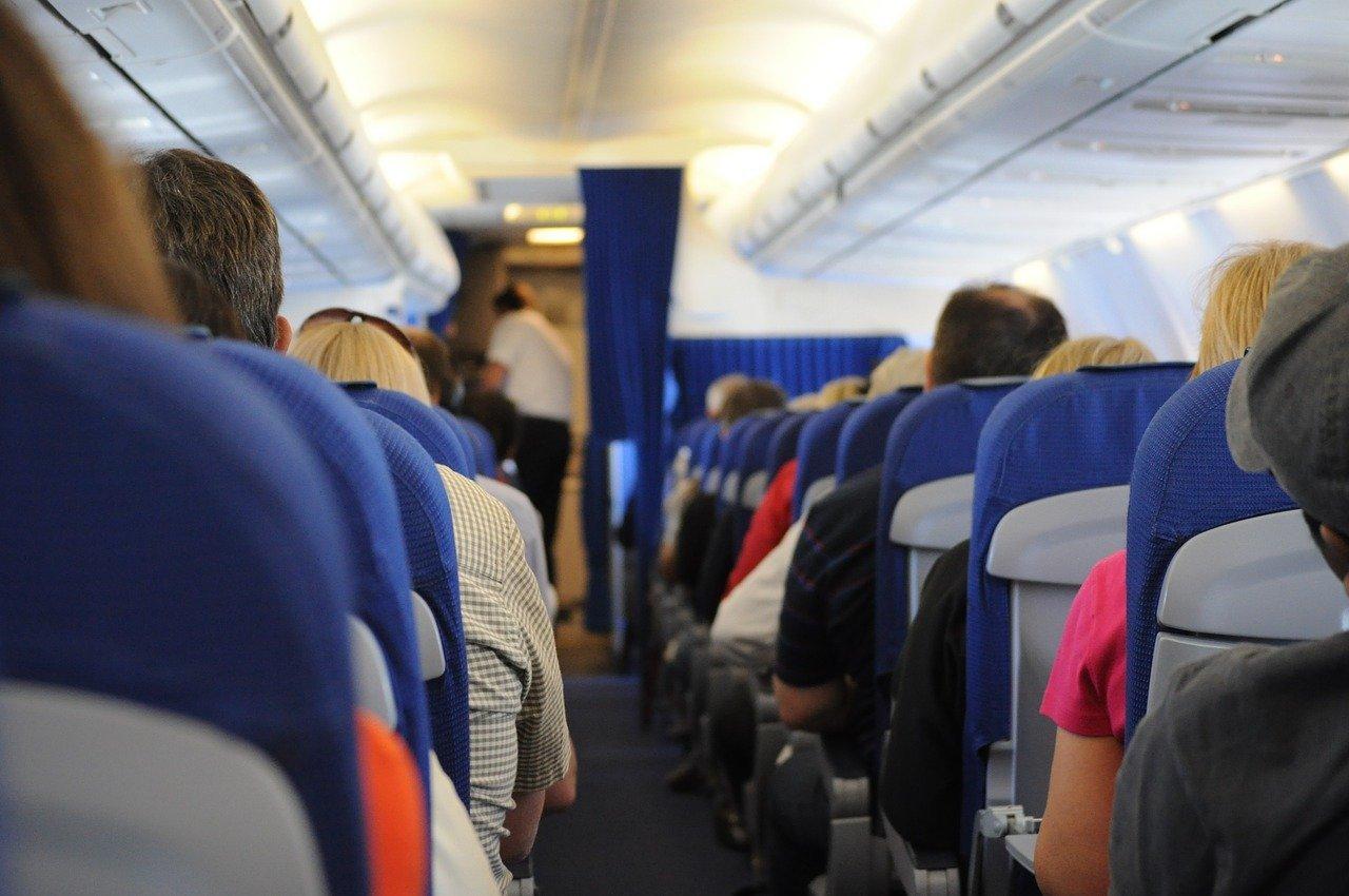 Почему могут высадить из самолета
