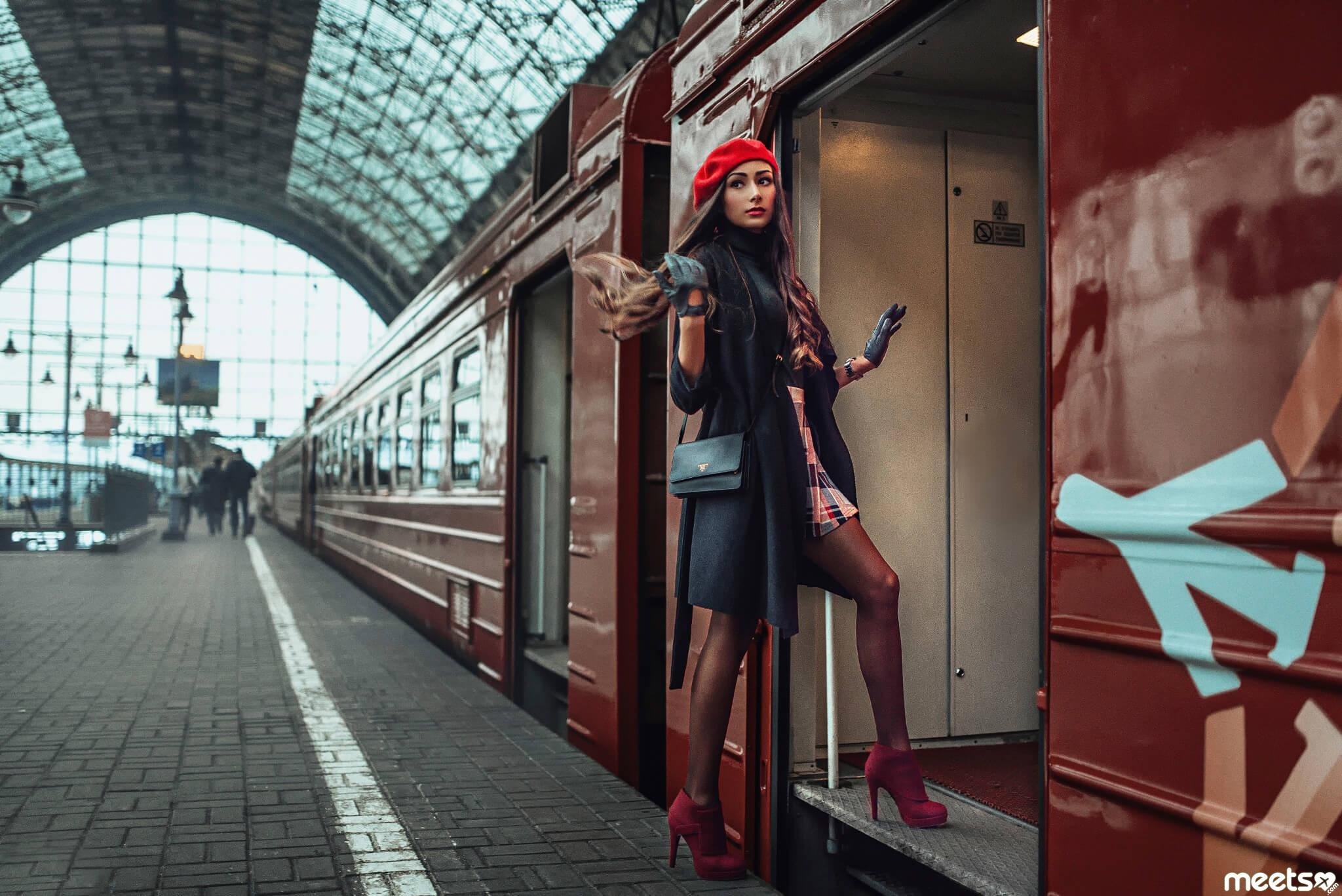 Женщина путешествует одна