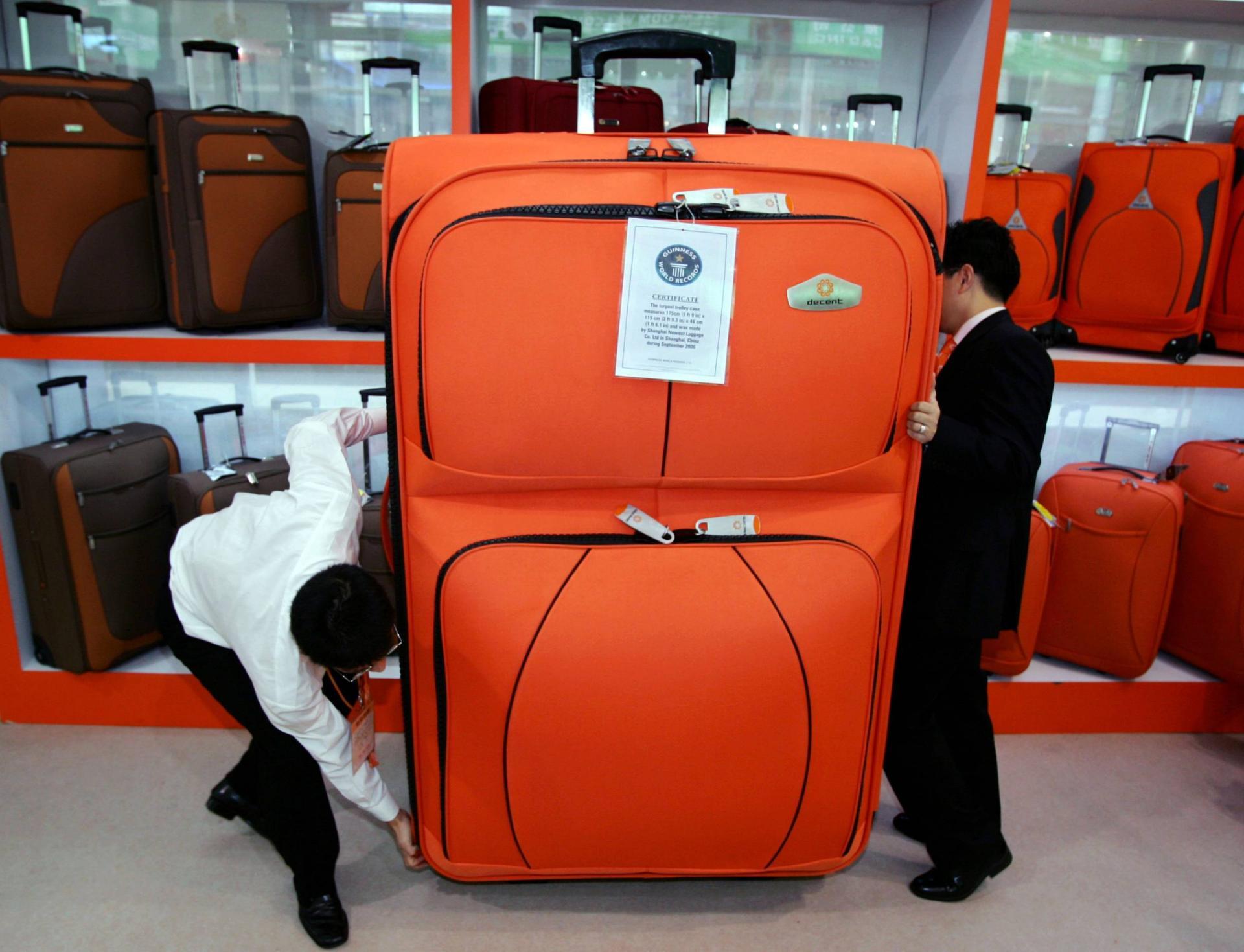 Огромный чемодан