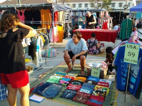 одежда в Таиланде на рынке