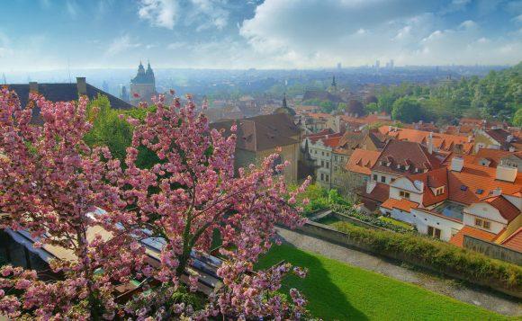 Прага весенним утром