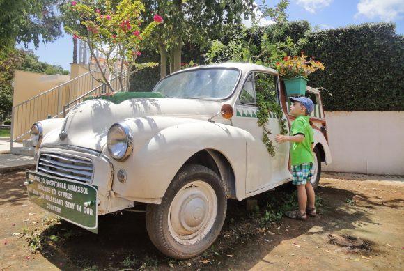 Приглашение на Кипр от автомобиля, участвующего в Анфестирии